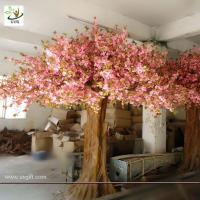 Quality UVG giant tree made of artificial cherry blossom and fiberglass trunk for home decoration for sale