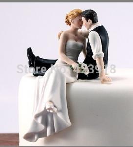 China fondant cake decoration cream cake top item Figurine couple porcelain wedding romantic bride groom cake topper on sale