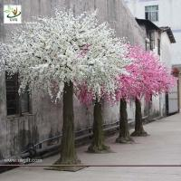 Best UVG white blossoms artifical christmas decorate trees with fiberglass trunk for indoor 10ft high CHR026 wholesale