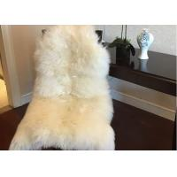 China Home Decorative White Real Sheepskin Rug Long Merino Wool 60 X 90cm Natural Shape  on sale