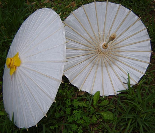 Has grown nylon parasols