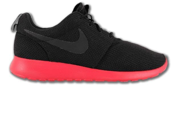 femmes chaussures de jordans d'air - nike_strong_style_color_b82220_roshe_run_strong_free_5_0_v4_3_0_schwarz_rot.jpg